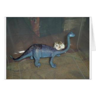Hámster en un dinosaurio tarjeta de felicitación