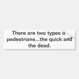 Hay dos tipos de peatones… el rápido y pegatina de parachoque