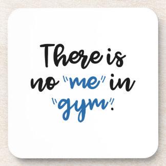 Hay ningún yo en gimnasio posavasos