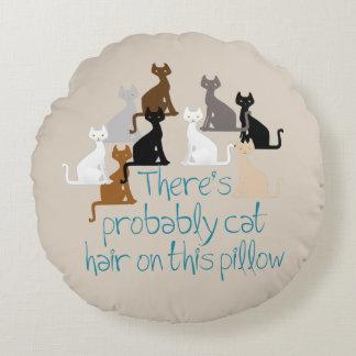 Hay probablemente pelo del gato en esta almohada