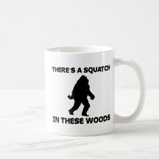 Hay un Squatch en estas maderas Taza De Café