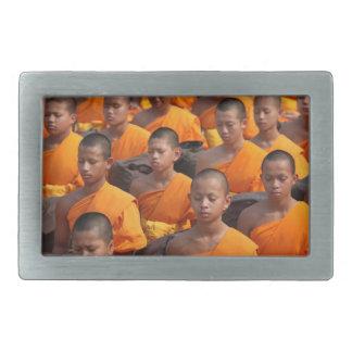 Hebilla De Cinturón Rectangular Grupo grande de monjes Meditating