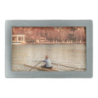 Hebilla De Cinturón Rectangular Rowing de la mujer en Del Retiro Park, Madrid,