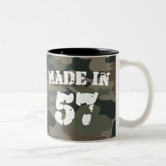 Hecho en 1957 taza de café de dos colores