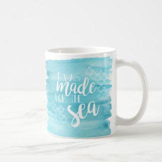 Hecho para la taza de la acuarela del mar