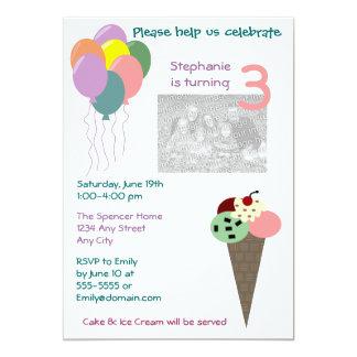 Helado e invitaciones del cumpleaños de los globos invitación personalizada