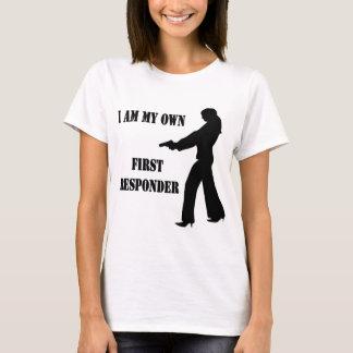 Hembra con el arma soy mi propio primer camiseta