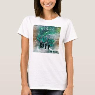 hembra de la camisa de la ciudad del tiburón de