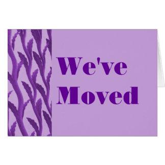 Hemos movido ramas púrpuras tarjeta de felicitación