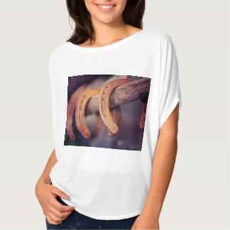 Herraduras en el país de madera del vaquero del camisetas