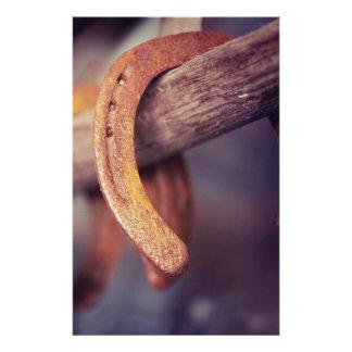 Herraduras en el país de madera del vaquero del folleto 14 x 21,6 cm