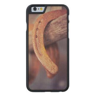 Herraduras en el país de madera del vaquero del funda de iPhone 6 carved® de arce