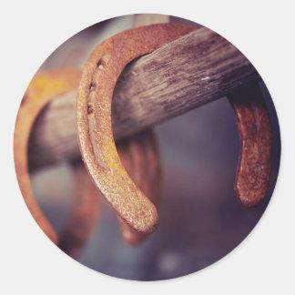 Herraduras en el país de madera del vaquero del pegatina redonda