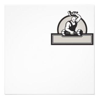 Herrero con el Barbell llamativo del martillo Invitaciones Personales