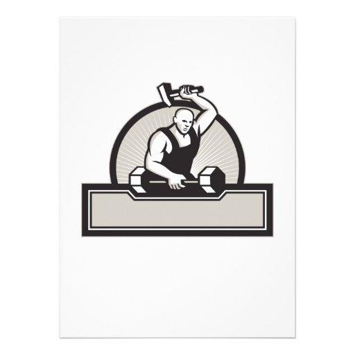Herrero con el Barbell llamativo del martillo Anuncio Personalizado