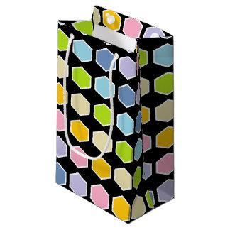 Hexágonos en colores pastel resumidos blanco del bolsa de regalo pequeña