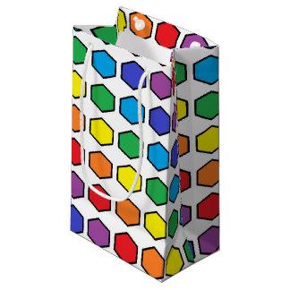 Hexágonos resumidos negro del arco iris bolsa de regalo pequeña