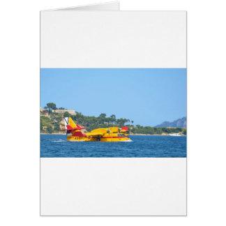 Hidroavión que lleva en taxi en el agua tarjeta de felicitación