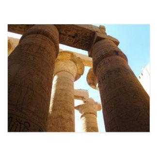 Hieroglyphics en pilares en los templos de Karnak Postal