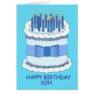 Hijo del feliz cumpleaños, velas azules en la tarjeta de felicitación