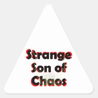 Hijo extraño del caos pegatina triangular