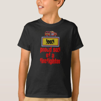 Hijo orgulloso de la camisa del afirefighter… -