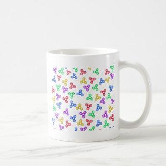 Hilanderos de la persona agitada taza de café