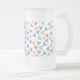 Hilanderos de la persona agitada taza de cristal esmerilado