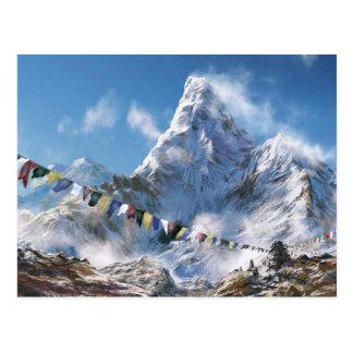 Himalaya y banderas tibetanas del rezo postal