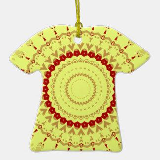 Hippie Trippy 2 de la ropa de Kris Alan Adorno De Cerámica En Forma De Camiseta