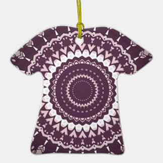Hippie Trippy de Kris Alan Adorno De Cerámica En Forma De Camiseta
