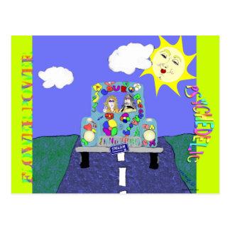 Hippies psicodélicos y postal pintada del coche