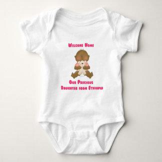 Hogar agradable nuestra hija preciosa camisetas