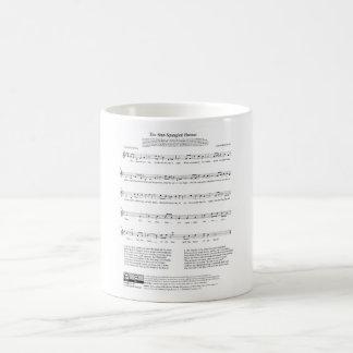 Hoja de música del himno nacional del himno taza de café