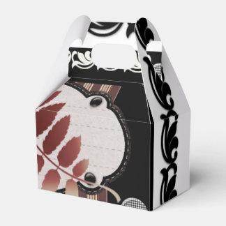 Hoja rojiza de otoño con elementos negros caja para regalos