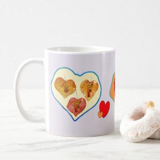Hojas de BFF 3 en taza de café del corazón