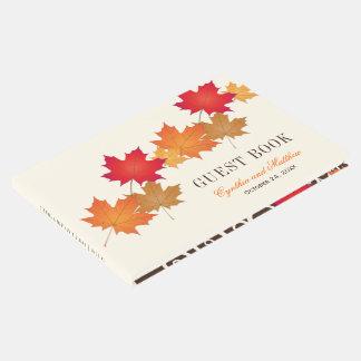 Hojas de otoño del libro de visitas el   del boda