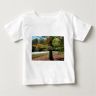 Hojas de otoño en Maine Camiseta De Bebé