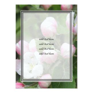 hojas del flor y del verde de la manzana invitación 13,9 x 19,0 cm