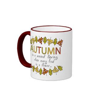 Hojas y frase de otoño coloridas taza de dos colores