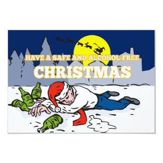 Hombre borracho que lleva el gorra de Santa Invitacion Personal