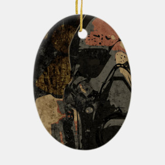 Hombre con la máscara protectora en la placa de adorno de cerámica