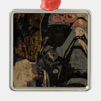 Hombre con la máscara protectora en la placa de adorno navideño cuadrado de metal