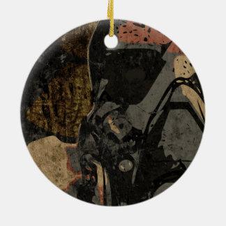 Hombre con la máscara protectora en la placa de adorno navideño redondo de cerámica