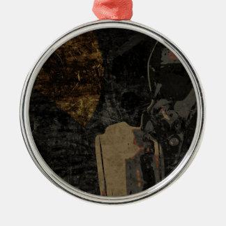 Hombre con la máscara protectora en la placa de adorno navideño redondo de metal
