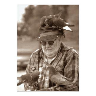 Hombre de los pájaros de las palomas de la invitación 12,7 x 17,8 cm