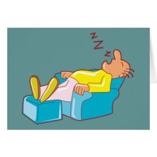 Hombre del dibujo animado que duerme en el sillón  felicitacion