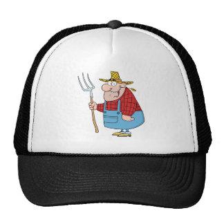 Hombre del granjero que lleva un rastrillo gorra