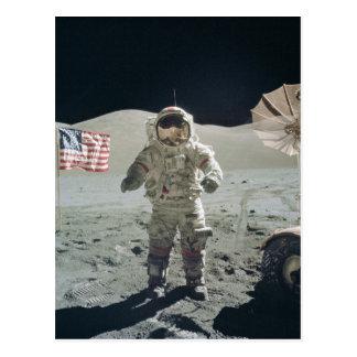 Hombre en la postal de la luna
