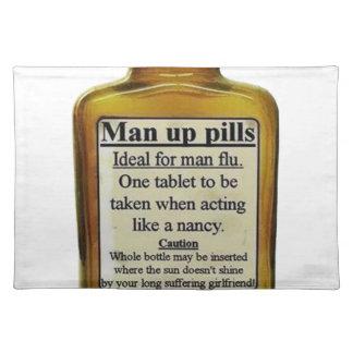Hombre encima de píldoras salvamanteles